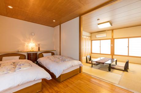 SUIGETSU's Room (Western-Style Room)
